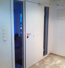ηλεκτρονικές κλειδαριές σε πόρτες ασφαλείας